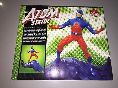 New DC Comics Atom Figure Resin Statue On Batman 's Hand Special Edition