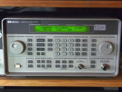 HP / Agilent 8648A + Opt 1E5 100 kHz - 1000 MHz Synthesized Signal Generator