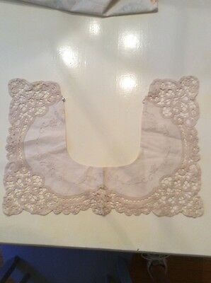 Gorgeous Lace Collar Vintage Beige Eggshell