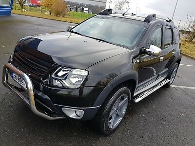 Dacia duster black touch 1 er main 27800 kms comme neuf.