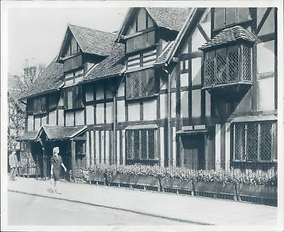 1964 Photo Shakespeare Born House 1564 Henley St Stratford Avon Vintage 8x10