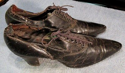 ANTIQUE VICTORIAN 1800's POINTED TOE LACE UP LEATHER SHOES