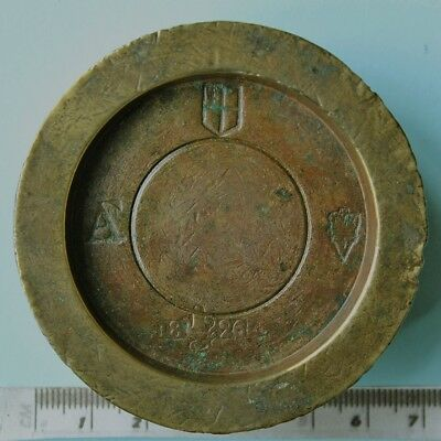 Victorian brass one pound weight, London
