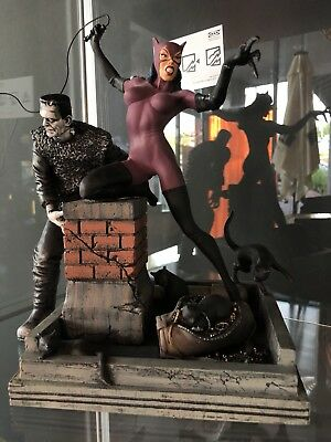 New Rare Retro DC Comic Catwoman Statue Resin Piece On Rooftop Scene With Cats