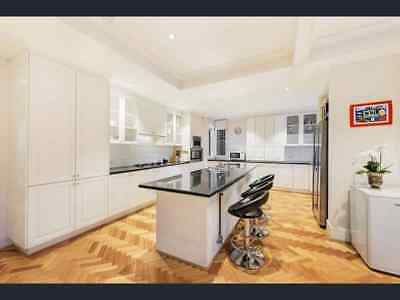 KITCHEN LARGE ENTERTAINERS, U SHAPE, WHITE WITH BLACK GRANITE TOP, 7b