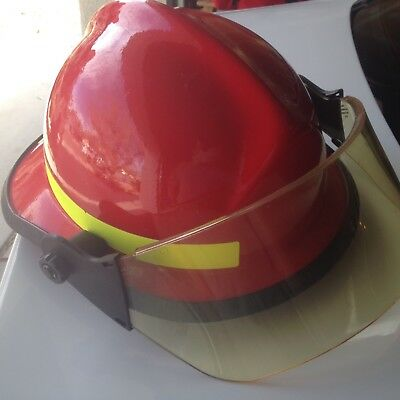 Cairns 660C Metro structural firefighting helmet, Red color, used/good condition