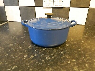 le creuset cast iron casserole dish and lid in blue size D