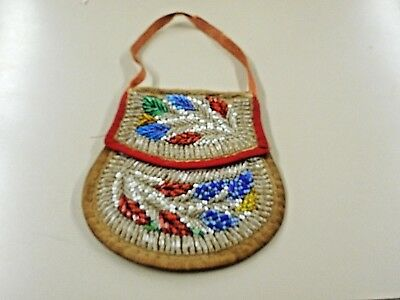 Antique Iroquois Tuscarora Beaded Bag. Floral Pattern.  6 1/2""