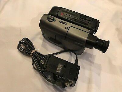 Sony CCD-TRV40 Video8 Handheld Video Camera Camcorder w/ Charger! Works No Batt