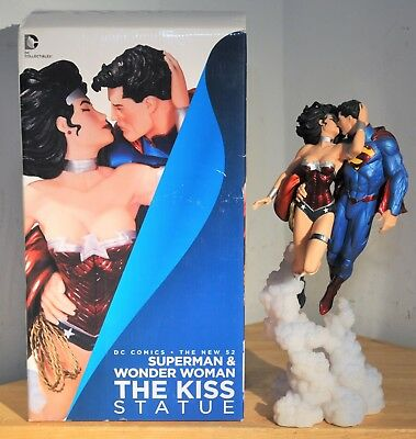 DC Collectibles DC Comics The New 52 Superman & Wonder Woman The Kiss Statue