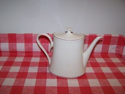LENOX IVORY & GOLD COFFEE or TEA POT WITH LID
