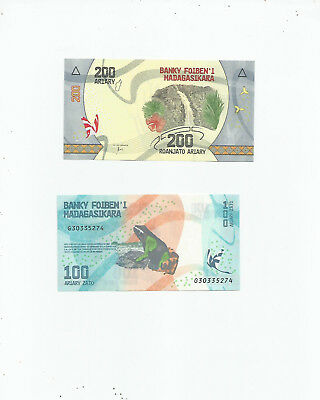 Madagascar  Two  Notes  Unc