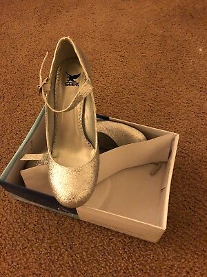 Silver Glitter Shiekh Shoe with strap size 9