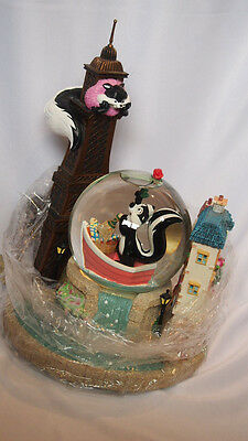 """Pepe Le Pew """"Le Flower Ze Tower L'Amore"""" Water Globe Limited Edition 1999 New"""