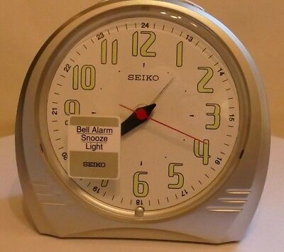 SEIKO SILENT SWEEP ALARM CLOCK ~ QXK116S ~ Boxed ~ Unused ~ Immaculate.