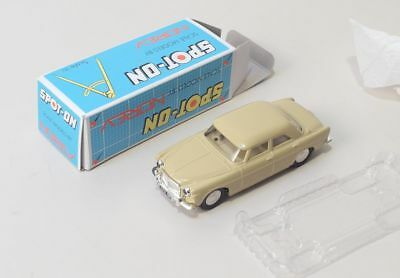 Norev Spot-On 1/42 Rover 3 Litre with front & rear lights, neu mit OVP
