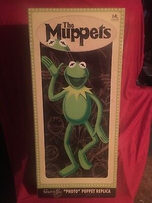 The Muppets Kermit the Frog Photo Puppet Replica Prop Doll 1/1 Master Replicas