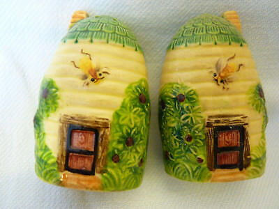 VINTAGE 1930's ? Collectable   Salt & Pepper Shakers Hand Painted Bee Hive Bees