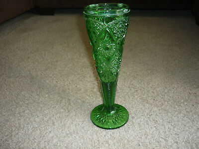 "Exquisite Vintage Emerald Green Pressed Glass Vase/ 11"" Tall"
