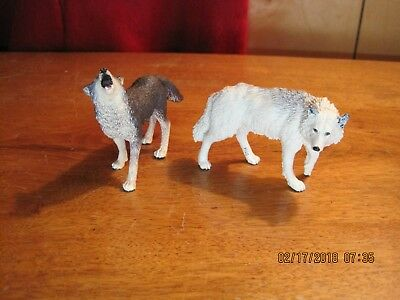 Safari Ltd - White Wolf Figure & Howling gray wolf