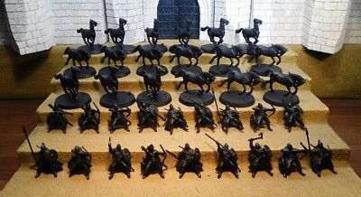 RIDERS OF ROHAN - Lord Of The Rings 18 Plastic Figure(s)