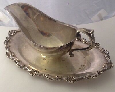 VICTORIAN SILVERPLATE EXQUISITE THICK RIM SCROLL SHELL GRAVY DISH JL 101717aE