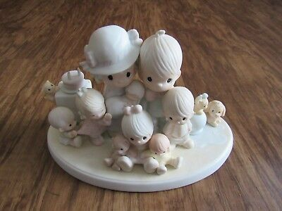 PRECIOUS MOMENTS FIGURE #12440 GOD BLESS OUR YEARS TOGETHER large family w/ pets
