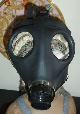Israeli Civilian SIZE M Black Gas Mask with Adjustable Straps