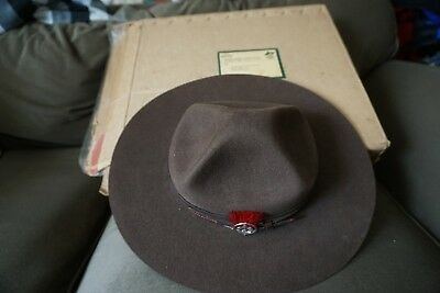 Vintage Official Leather felt Hat the Boy scout Association Canada with box