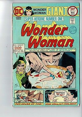 DC COMICS GIANT WONDER WOMAN COMIC No. 217 MAY 1975 50c usa