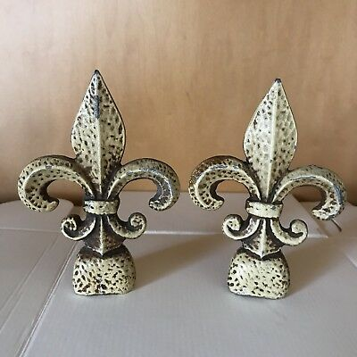 Antique vintage pair painted metal fleur de lis bookends stands decor distressed