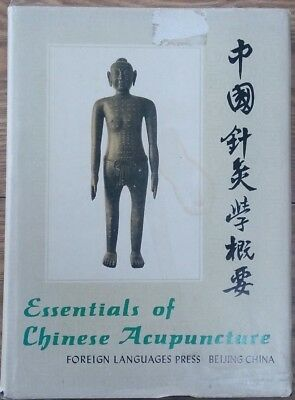Essentials Of Chinese Acupuncture - Foreign Language Press - H/B D/W - 1980
