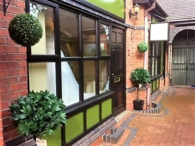 TO RENT - TOWN CENTRE RETAIL UNIT/OFFICE SPACE 352sq.ft