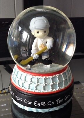 "Precious Moments ""O Canada"" Hockey Musical Water Globe   !!!EXTREMELY RARE!!!"