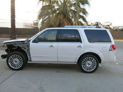 2015 Lincoln Navigator  2015 Lincoln Navigator damaged wrecked rebuildable salvage Low Reserve 15