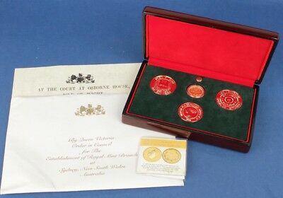 Australia: 2005 Gold Sovereign Hosed in Custom Displace Wooden Case & 3 Medals