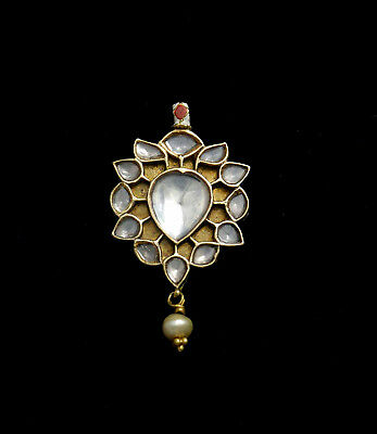 Ethnic 22K gold pendant in Mughal style with enamel on reverse, India 1970's