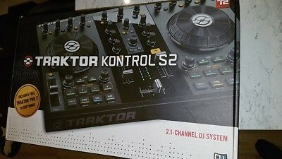 Traktor Kontrol S2 With Traktor Pro 2 Software (Native Instruments)