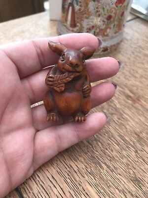CARVED BOXWOOD NETSUKE JAPANESE RABBIT VINTAGE COLLECTABLE RARE MUST SEe