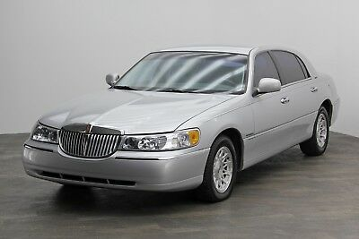 1999 Lincoln Town Car ~ SIGNATURE SERIES 90,311 Miles 1999 Lincoln Town Car ~ Signature Series with 90,311 Miles Nice Condition