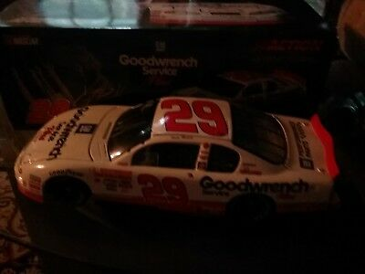 Action 1/24 2001 Kevin Harvick #29 GM Goodwrench Plus Monte Carlo - ROOKIE CAR