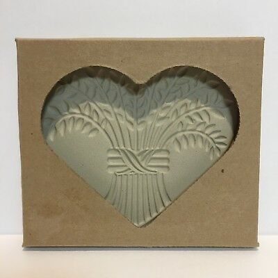NEW Pampered Chef Bountiful Heart Brown Stoneware Cookie Mold Wheat Art 2004