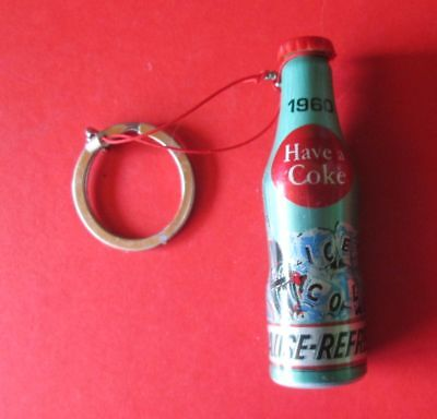 Keyring 100 Years of the Coca Cola Bottle Pause refresh