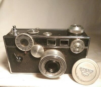 Working vintage Argus Range Finder Camera & Leather Case
