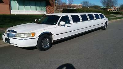 1999 Lincoln Town Car  14-passebger Lincoln Signature Stretch Limousine