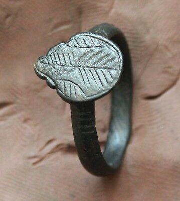 L6  Ancient Roman Bronze Ring with Decoration  Size D=20mm 4,6g Quality