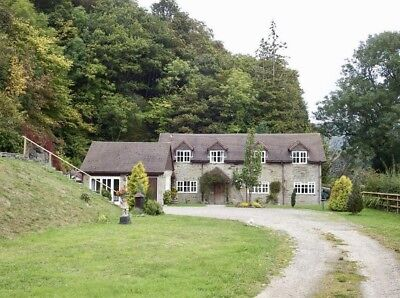 Holiday cottage with hot tub and 3 acre garden in Wales