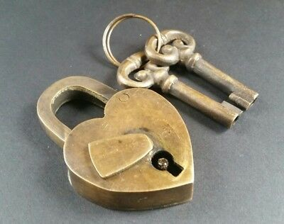 "Vtg type SMALL Love Valentine Paris HEART LOCK 2 Skeleton Keys Brass  2 5/8"" #L8"