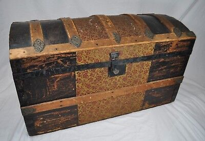 Antique Victorian Dome Hump Back Steamer Trunk~With Tray Insert & 1913 Newspaper