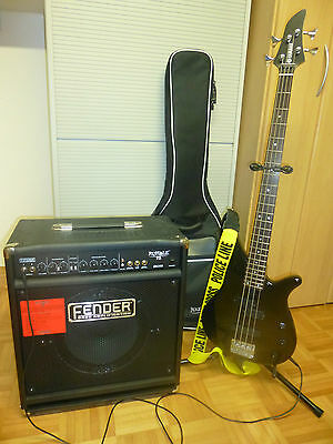 E-Bass mit Fender Rumble 75 Combo